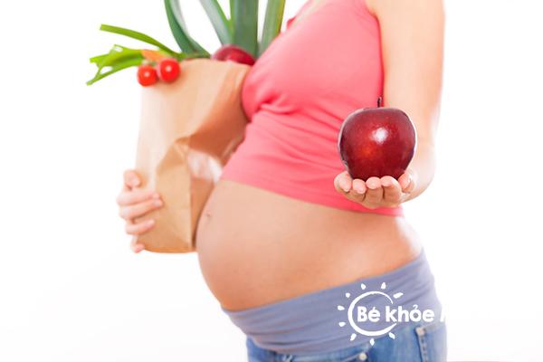bà bầu bị táo bón có ảnh hưởng tới thai nhi
