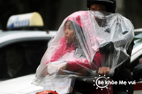 Chăm sóc trẻ những ngày mưa gió thất thường