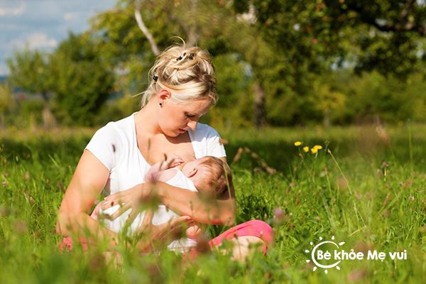 Trẻ sơ sinh bị táo bón khi bú sữa mẹ