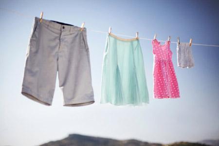 Bảo quản quần áo cho bé ngày mưa