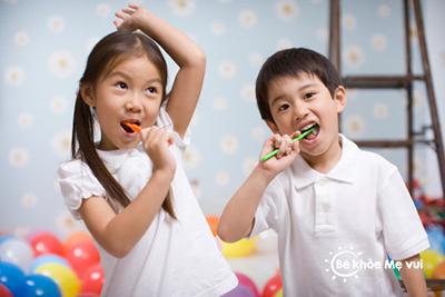 Mỗi sớm bé có thể tự đánh răng và rửa mặt
