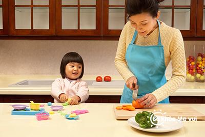 Những điều mẹ cần tránh khi nấu ăn cho trẻ