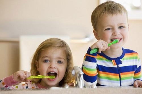 Khi nào cho bé đánh răng?