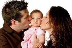 Vì sao không nên hôn và bẹo má bé nhiều ?