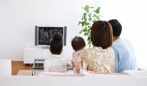 lợi ích bất ngờ từ việc cho con xem tivi