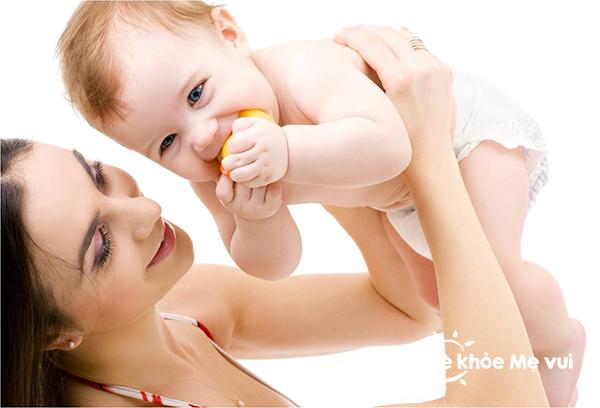 Có nên bổ sung sữa non cho trẻ sơ sinh ?