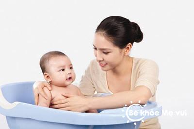 Mối nguy hiểm ngày hè cho sức khỏe mẹ và bé