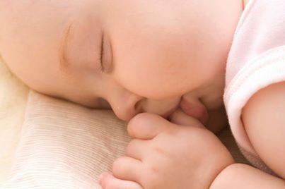Tập thói quen ngủ ngoan cho trẻ sơ sinh
