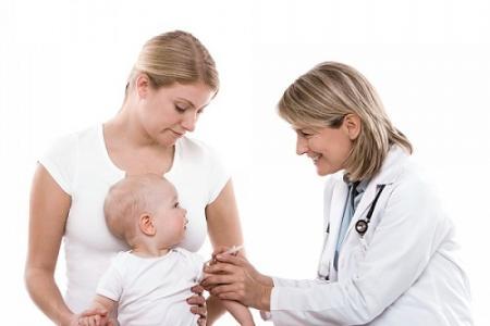 Phòng tránh các tai biến do tiêm vaccine ở trẻ em