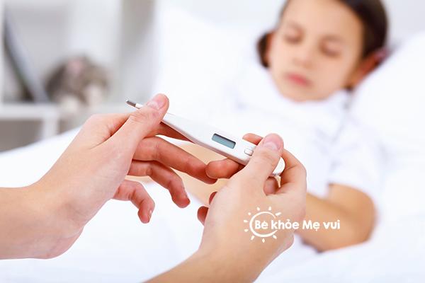 Trẻ bị hạ thân nhiệt: Ba mẹ phải làm gì ?