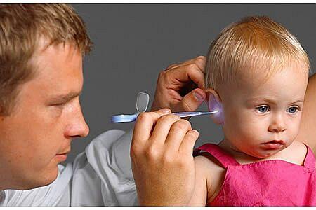 Cách phát hiện bé bị viêm tai giữa cấp