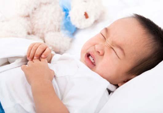 Vì sao bé bị đau bụng, nôn trớ sau ăn?