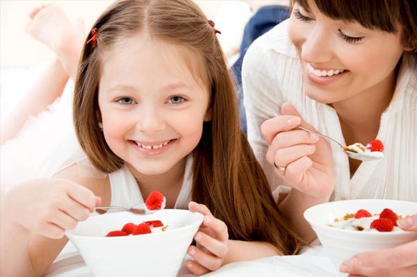 Vì sao nên cho con uống sữa chua hàng ngày