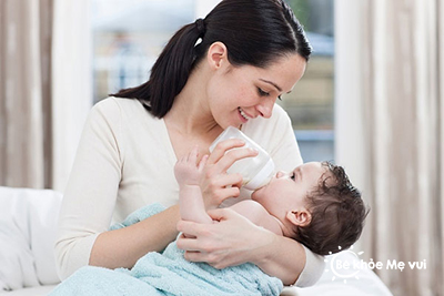 5 Bước chuẩn bị của mẹ trước khi cho bé bú bình
