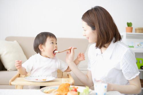 Bữa ăn đầy đủ chất dinh dưỡng cho bé yêu