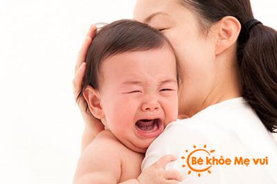 Mẹ làm gì khi con bị đau bụng ?