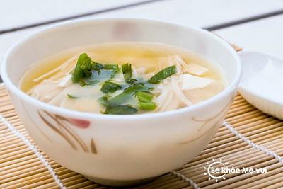Nấu súp nấm hương bổ sung vitamin D cho trẻ
