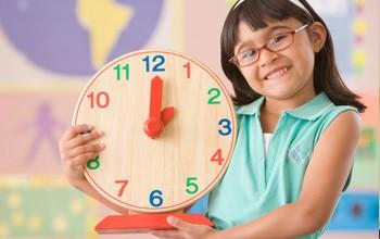 Tập thói quen đúng giờ cho bé