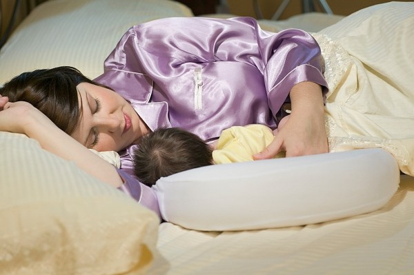 Cách cho con bú mẹ bầu cần biết
