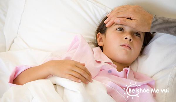 Những lưu ý chăm sóc trẻ bị sốt xuất huyết