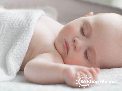 Chăm sóc trẻ sơ sinh 1 tháng tuổi là niềm hạnh phúc của mẹ