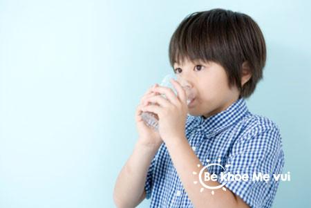 Khi trẻ bị tiêu chảy và sốt phải làm sao?