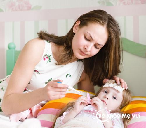 Trẻ bị tiêu chảy và sốt phải làm sao?