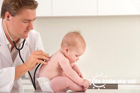Chăm sóc trẻ sơ sinh mùa hè đúng cách