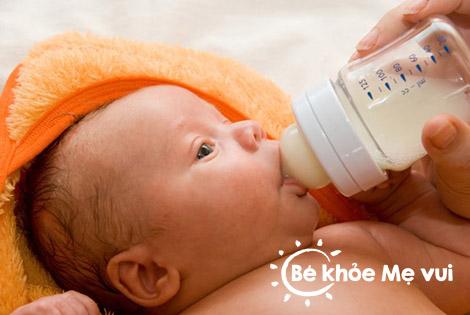 Chăm sóc trẻ sơ sinh mùa nóng đúng cách