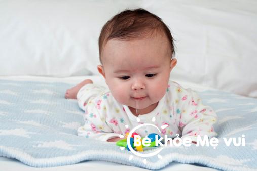 Chăm sóc bé mọc răng sữa như thế nào?