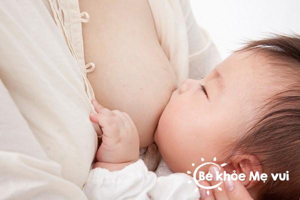 Mẹo hay xử lý bé cắn ti lúc đang bú mẹ