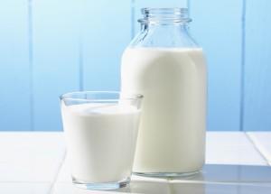 Sữa tươi giúp bé tăng cân