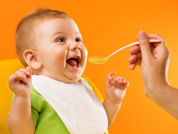 giúp bé biếng ăn ăn ngon miệng 1