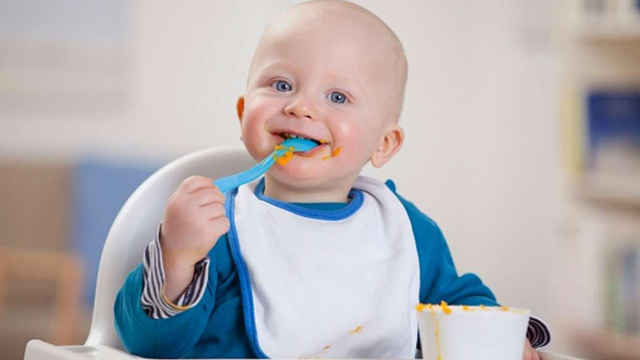 khắc phục bé 1 tuổi biếng ăn