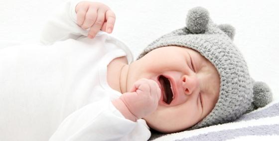 trẻ bị đầy bụng khó tiêu quấy khóc