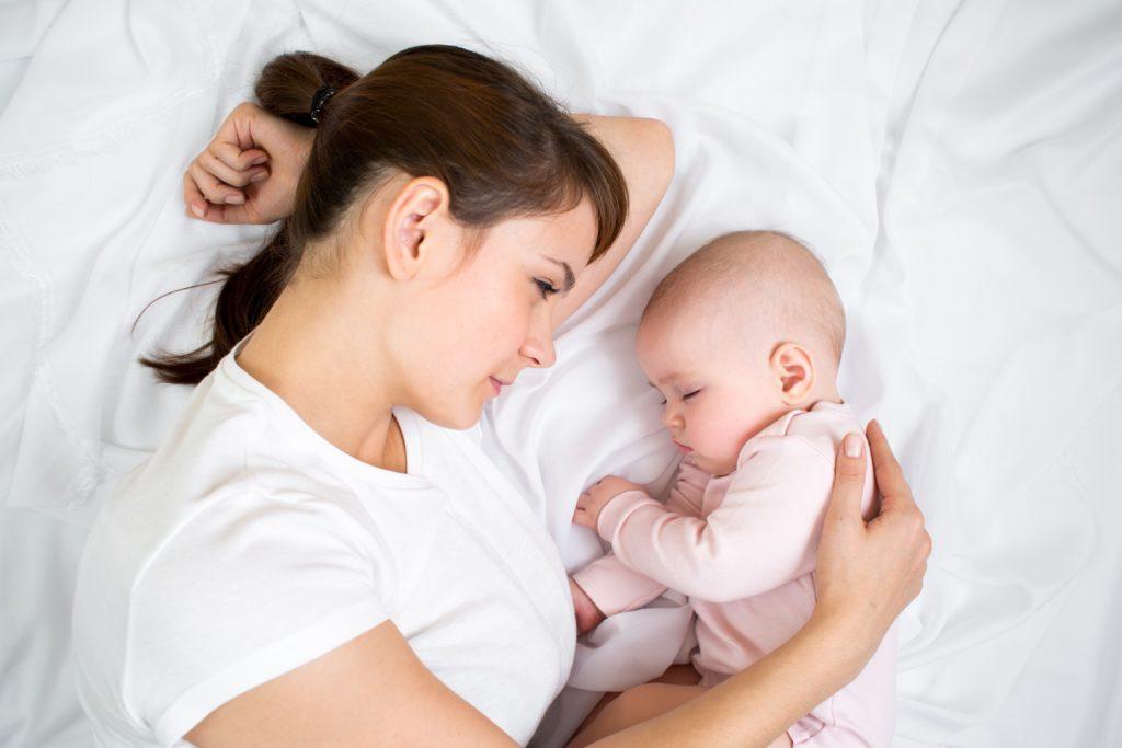 Mẹ tìm hiểu nguyên nhân trẻ sơ sinh lười bú chậm tăng cân