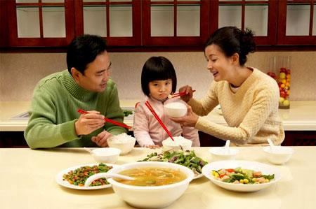 ba mẹ xử lý trẻ biếng ăn