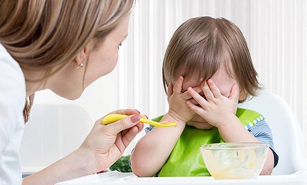 trẻ biếng ăn phải làm sao đây mẹ?
