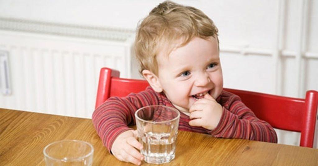 Nguyên nhân và cách điều trị chứng táo bón ở trẻ sơ sinh
