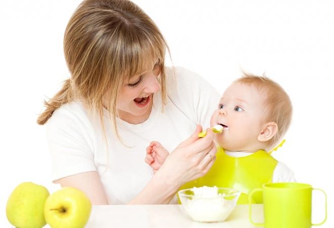 chế độ ăn ảnh hưởng tới cách trị táo bón cho trẻ