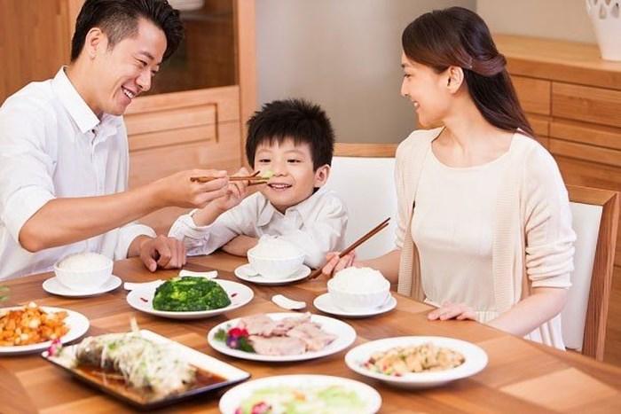 tạo bữa ăn vui vẻ cho trẻ biếng ăn