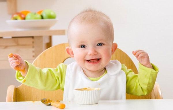 lưu ý chế độ dinh dưỡng cho bé 1 tuổi 1